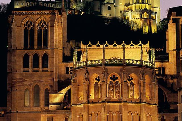 Cathedrale-Saint-Jean-et-Basilique-de-Fourviere_mobile_fullsize